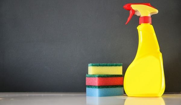 Keep your bathroom and wet room clean without detergents
