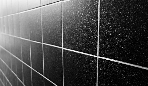 How to clean ceramic tiles in a wet room