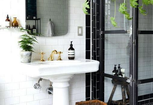 HOW TO JAZZ UP YOUR BATHROOM