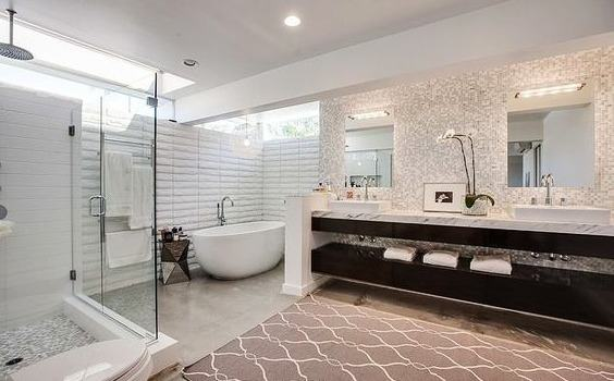 HOW TO PLAN A LARGE BATHROOM?